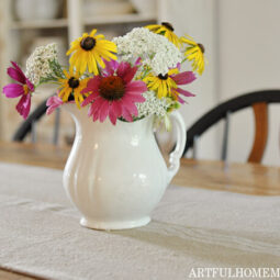 How to Make a Table Runner (Grain Sack Fabric)
