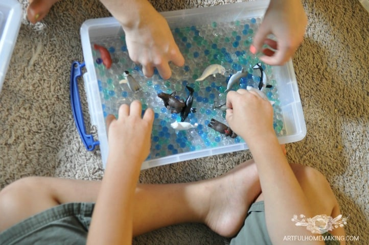 ocean themed water beads sensory bin